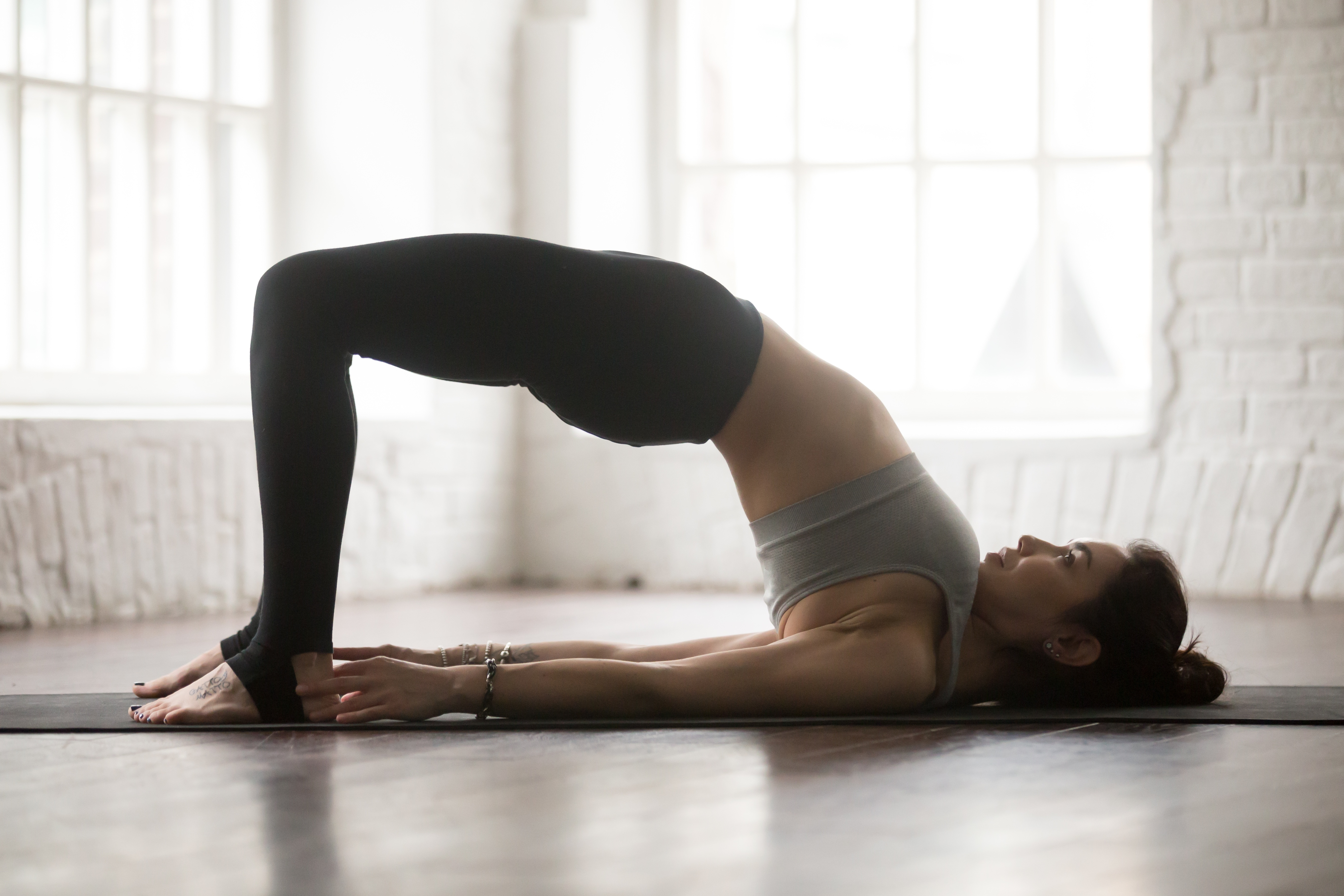 the best and worst yoga poses to get rid of knee pain by mueller sports medicine