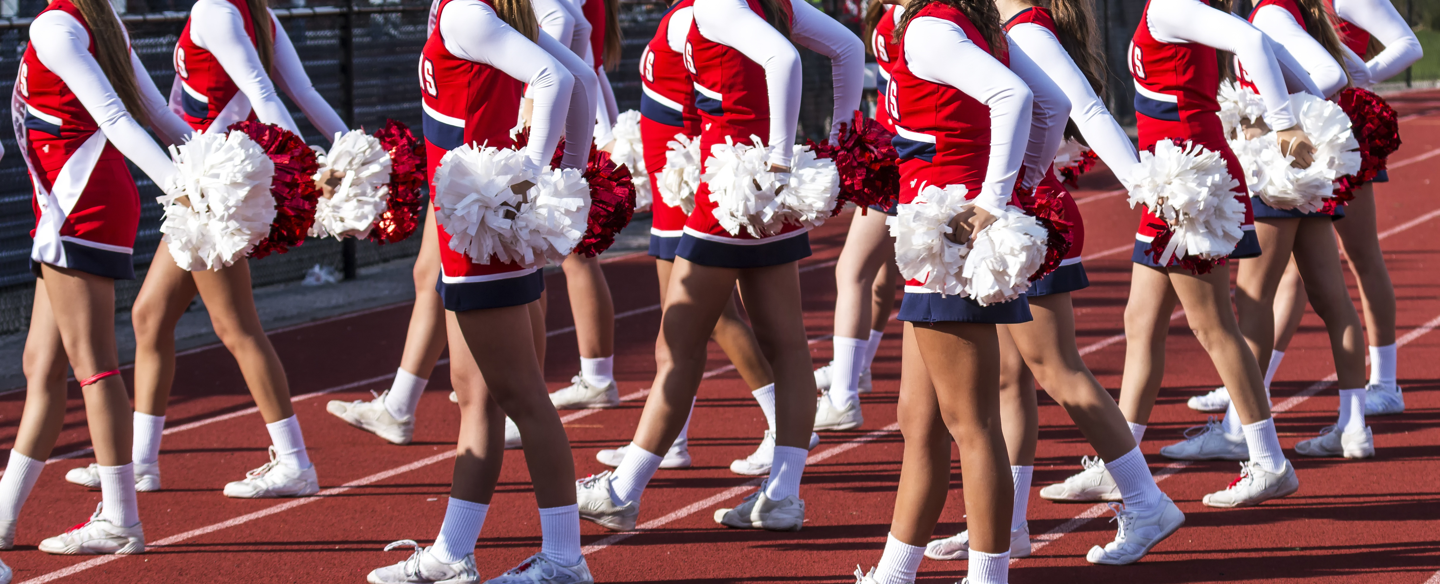 cheerleading knee pain by Mueller Sports Medicine